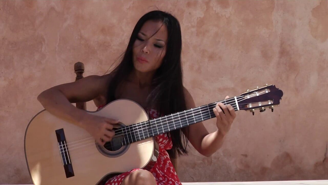Thu Le plays Musica y Vino by Alfred Feenstra, classical guitar